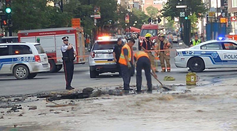 Emergency water repairs on Ste-Catherine near Atwater – Wednesday, August 2, 2017