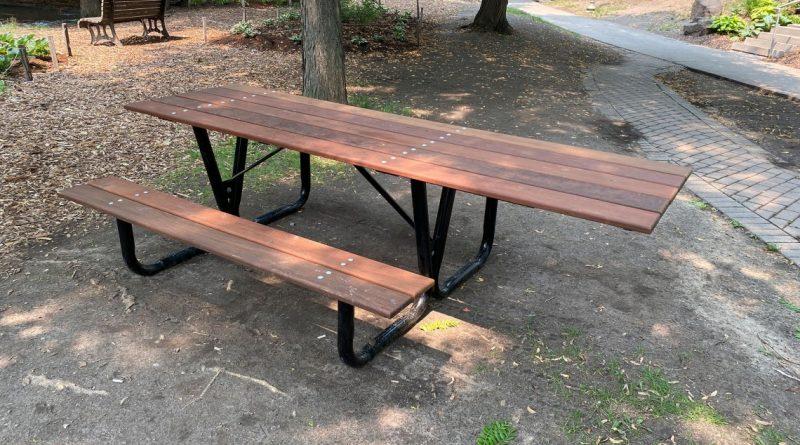 Westmount ajoute des tables de pique-nique accessibles dans les parcs